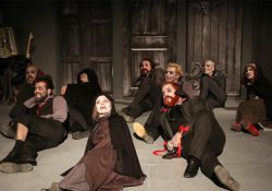 تئاتر جنایت و مکافات  www.filimo.com/m/Bzine