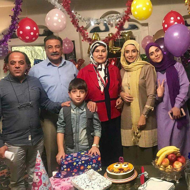 شبنم قلى خانى و مهرانه مهین ترابی در جشن تولد ، پشت صحنه سریال آنام به کارگردانى جواد افشار