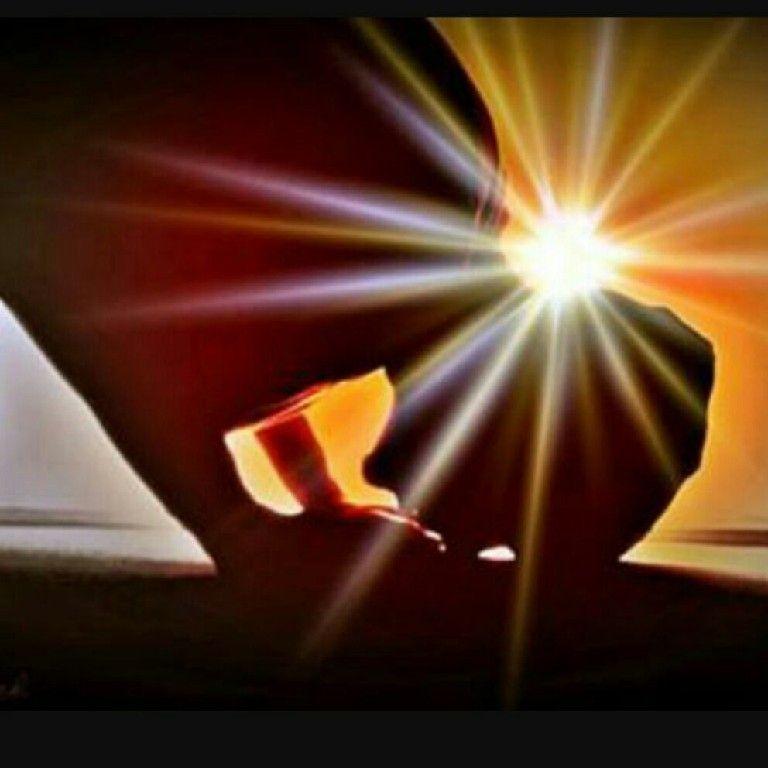 گاهےاگر دعایت مستجاب نشد  سر برسجده بگذار  یک دل سیر گریه ڪن شاید لازم باشد میان گریه هایت بگویے:   اللهُمَ اغفِرلیَ الذُنوبَ الَتی تَحبِسُ الدُعا