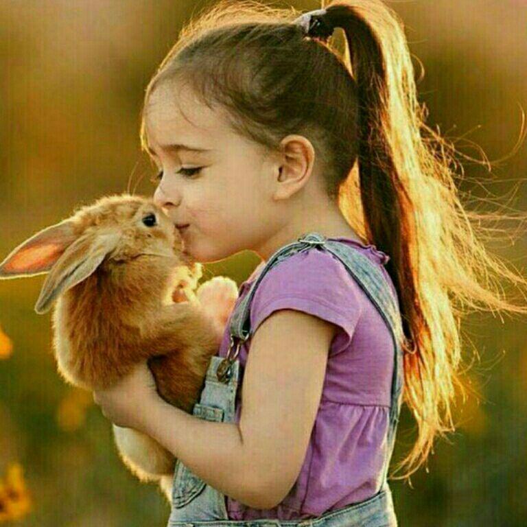 صدقه همیشه  پول و مال نیست تـبسم کردن به  مردم صدقه است  سخن خـوب گفتن  صدقه است  مهربانی صدقه است مهربان باشیم   و خوش اخلاق
