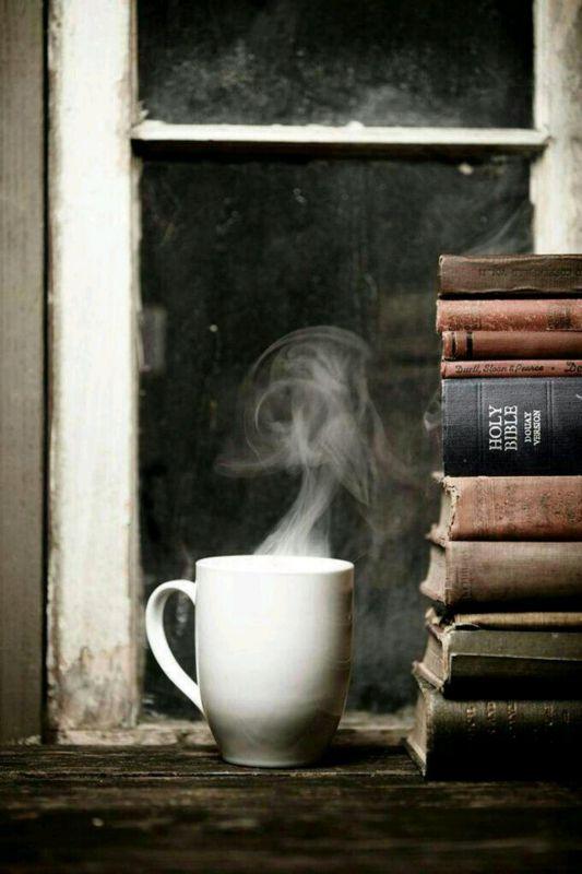 خوشبخت، کسی است که به یکی از این دو چیز دسترسی دارد: یا کتابهای خوب یا دوستانی که اهل کتاب باشند....  #ویکتور_هوگو......  24 آبان روز کتاب و کتابخوانی مبارک
