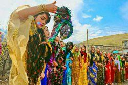 وقتی اسم کردستان رو میشنویم یاد لباس های قشنگ با رنگبندی های شاد و رقص های محلی زیبای اونها میفتیم...  خدایا هرچه زودتر سایه غم و اندوه را از شهرهای کُرد نشین کم کن .. سلام صبحتون بخیر ❤