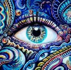 چشم سوم زاده چشم درون است مانند  ساختن افکار در مغز و اجرای محدود آن در بیداری چشمیست باعمق دید خرد دانشی نه اکتصابی  دانشی خود ساخته