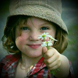 لبخند بزن  ;; بر آمدگی گونه هایت توان آن را دارد که امید رفته را باز گرداند  / تجریه ثابت کرده  که گاه قوسی کوچک ;  میتواند معماریه بنائی  را نجات دهد