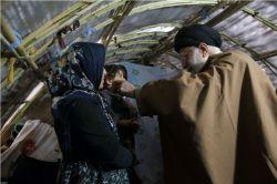 دیدار صمیمی مقام معظم رهبری با خانواده های زلزله زده