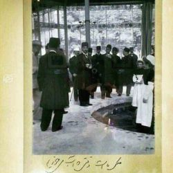 مظفرالدین شاه زیر عکسش خودش با دست خط خودش نوشته: عکس ماست وقتی اب میخوریم...!  اینستاگرامی بوده وقتی اینستاگرام نبوده :))