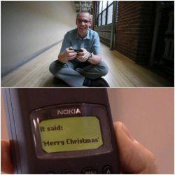 اساماس ۲۵ ساله شد و این مرد، پدر اساماس جهان است در ۳ دسامبر سال ۱۹۹۲، برنامهنویس انگلیسی، نیل پَپورث، نخستین پیامک را از راه تلفن همراه فرستاد متن پیام این بود: کریسمس مبارک