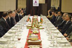 وزیر اقتصاد مجارستان با وزیر امور اقتصادی کشور در هتل پارسیان آزادی، دیدار و گفت و گو کرد. متن کامل این خبر در وبسایت هتل پارسیان آزادی.