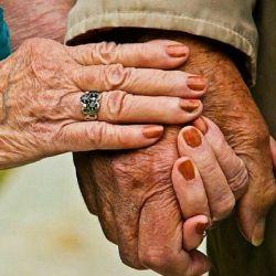 پرسیدم  بدترین درد کدومه؟ یکی گفت : عاشقی ! یکی گفت : تنهایی ، یکی گفت : دلتنگی، یکی گفت : فقر، اما هیچکس نگفت پیر شدنِ پدر و مادر...  