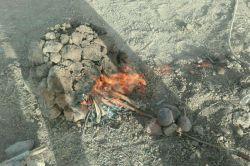 پخت لبو به روش سنتی .بااستفاده ازکلوخ داغ. #کلوخ چال