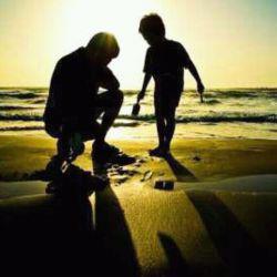 تلخ ترین خاطره دوران بچگیم این بود ک بابام شلنگ بدست دنبالم میکرد ومیگفت:وایساباهات کاری ندارم پس چی میخوای پدر من؟  میخوای ازم بنزین بکشی؟