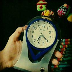 به ساعت نگاه کردم.  شش و بیست دقیقه صبح بود.  قدر این آدم ها را باید بدانیم،                                         قبل از شش و بیست دقیقه ... #کٰامنت_اول