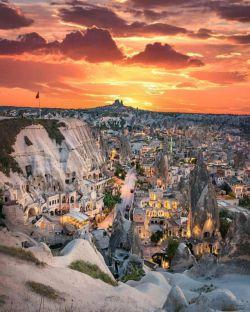 روستای صخره ای و توریستی کاپادوکیه در ترکیه جزء سه روستای صخره ای جهان محسوب میشود. دو روستای دیگر کندوان در ایران و داکوتا در آمریکاست.
