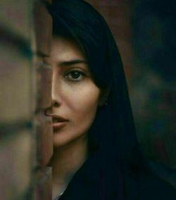 آتش خشم پر از قهر تو میگفت برو جذبه چشم پر از مهر تو میگفت بمان شعر از یاسمی