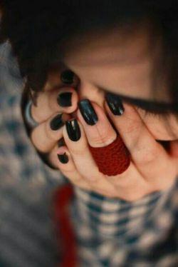 اگر احساس رنج کردی، بی حکمت نیست،   چیزی در دلت هست که باید بسوزد تا تو پاک شوی.  یادت باشه وقتی که دیگه حس نداری  غصه بخوری    غصه تورو می خوره   اگر رنجی نمی بردیم   هرگز مهربان بودن را نمی آموختیم
