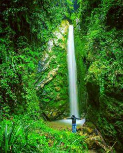 آبشار زیبایسنگ درکا در نزدیکی روستای سنگ درکا، در 25 کیلومتری جنوب غرب آمل و در دامنه کوه وردوی