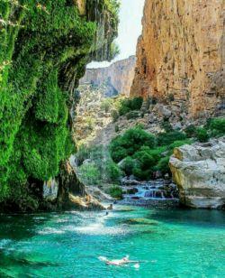 تنگه زیبای براق نزدیک به روستای تنگ براق از توابع بخش سده، شهرستان اقلید در ۱۹۰ کیلومتری شمال شیراز