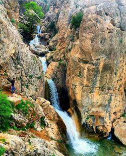 آبشار بکر و زیبای غسلگه(خسلگه)، در 15 کیلومتری جنوب نورآباد در استان لرستان