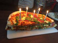 پیتزای تولد! میهن ساتیز - لیست پربازدید ترین سایت های ایرانی