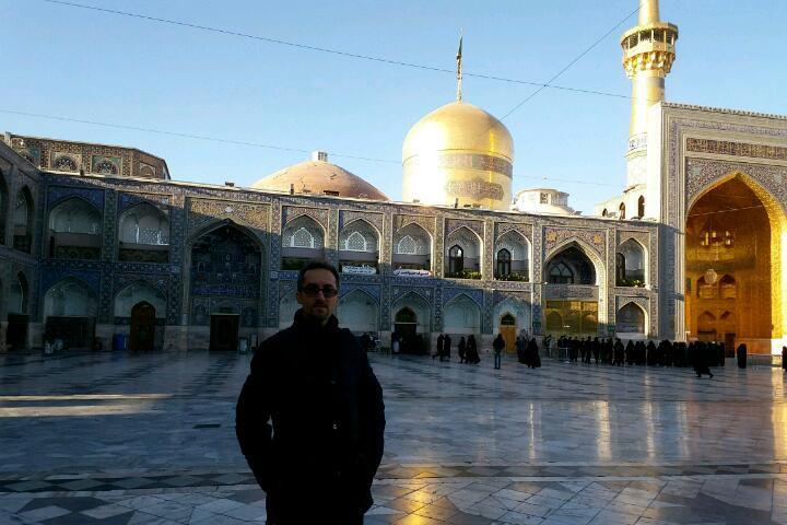 سلام دوستان، شبتون بخیر و شادی،، نایب الزیاره همتون بودم در حرم مطهر آقا امام رضا (ع) ... یا علی ❤❤❤