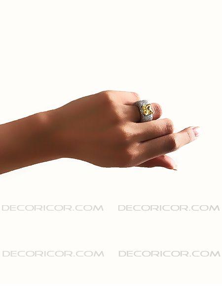 انگشتر نقره مکعبی با تک نگین رنگی قیمت 270000 تومان www.Decoricor.com  Telegram.me/Decoricor_com  براى سفارش میتوانید به 09194489197 تلگرام مسیج بدهید یا تماس بگیرید و یا از سایت ما خرید آنلاین كنید.