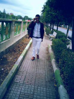 این فرد اسداسماعیلی است  اسد جوان با استعدادی است اسد همه جا هست حتی آنجایی که نباید باشد