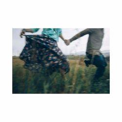 تنها  یک روسری جا گذاشته ای  ببین چگونه خاطراتت  در سرم کردی می رقصند! پِ.ن: در چـه حالید ؟! #رفـقآ
