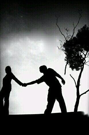 رابطه های مهم و دوست داشتنیتان را محكم بگیرید  نگذارید روابط كوتاه و گذرای اجتماعی رویش تاثیر بگذارد  كسی را كه دوست دارید محكم دستش را بگیرید  و دست بقیه را رها كنید  تا بعدا پشیمان نشوید  برای عشق خودتان تلاش كنید  همه ی آدم های گذرا می روند  به قلبتان گوش كنید  شاید ندانید  ولی انسان های خوب هرگز تكرار نمی شوند اگر یكی از آن ها را دارید  هرگز رهایش نكنید ...