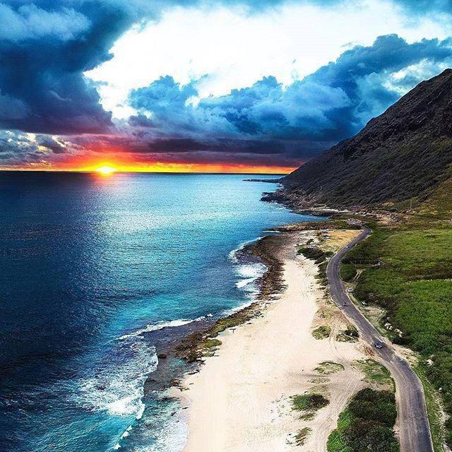 ایمان دارم ✨که قشنگترین عشق ✨نگاہ مهربان خداوند ✨به بندگانش است ✨زندگی را به او بسپار ✨ومطمئن باش تا وقتی ✨پشتت به خدا گرم است ✨تمام هراس های دنیاخندہ دار  است ✨شبتون_بخیر ✨