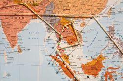ویزای توریستی: این نوع ویزا برای اتباع ایرانی در فرودگاه مالزی صادر می شود و اعتبار 14 روزه دارد. ویزای اجتماعی: این نوع ویزا با دعوت شخص یا شرکتی در مالزی یا اقوام نزدیک قابل دریافت است و اعتباری ۲ تا ۶ ماهه دارد . ویزا تحصیلی: اعتبار این ویزا یک سال است، ولی تمدید آن تا پایان دوره تحصیل در مالزی امکانپذیر است؛ البته امکان کار با این ویزا برای دانشجویان وجود ندارد