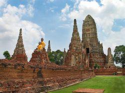 ساختار این معبد بازتابی است از جهان بینی بودایی.معبد در سال 1630 توسط پادشاه پراست تانگ به عنوان اولین معبد سلطنت و به یادبود از سکونت مادر خود در آن منطقه ساخته شد. در تور تایلند میتوانید به بازدید جاذبههای بروید که بسیار زیبا و دیدنی هتستند.  نام این معبد به زبان بومی یعنی معبد سلطنت طولانی و دوران با شکوه است و در آن از سبک خمر که در آن زمان محبوب بوده