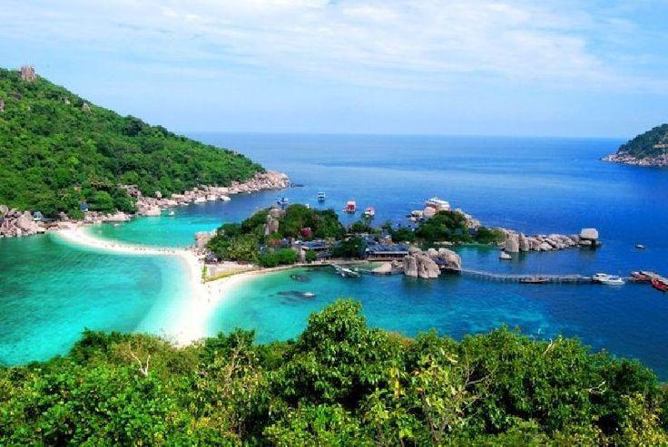 تصمیم سفر به تایلند را دارید؟ یا حتی آرزوی سفر به این کشور پر جاذبه را دارید؟ شک نکنید که یکی از پرهیجان ترین کارهایی که می توانید در تور تایلند انجام دهید، کشف دنیای زیر آب است! بله، غواصی. دیدن دنیای رنگارنگ زیر آب؛ شنا با ماهی ها در سواحل مرجانی تایلند.