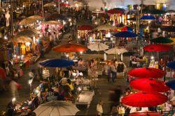 چیانگ مای به عنوان یک قطب مهم گردشگری، از جذابیت های زیاد طبیعی و ساخته دست بشر برخوردار است. چیانگ مای یکی از شهرها و جاذبه های گردشگری اصلی تور تایلند است. این شهر با پیشینه تاریخی غنی به عنوان مرکز فرهنگی، گردشگری و اقتصادی منطقه شناخته می شود. به همین دلیل میان گردشگران دنیا ارزش فراوانی دارد. چیانگ مای در محدوده رودخانه پینگ واقع شده است.