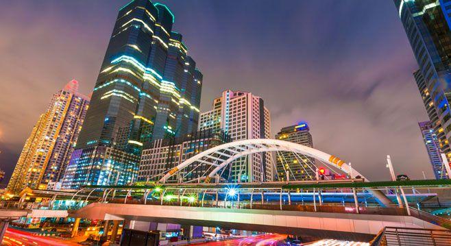 انکوک پایتخت و بزرگترین شهرکشور تایلند است که بیش از 10میلیون جمعیت دارد. مساحت کشور تایلند حدود 514000 کیلو متر مربع است. جمعیت کشور تایلند بیش  67 میلیون نفر است و 76 استان دارد. تایلند دارای تاریخی طولانی است, در طول تاریخ جنگهای متعددی با همسایگان و دیگر کشور ها داشته اما امروزه به یکی از امن ترین کشور های جهان تبدیل شده و به این دلیل تاجران و جهانگردان میل زیادی به سرمایه گذاری و گردشگری در این کشور را دارند.بیشتر جمعیت تایلند به آیین بودا اعتقاد دارند