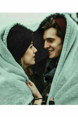 •   زمستان یک تــو میخواهد... یک تو که دستانش را بشود بی هیچ دلهرهای گرفت یک توُ که بشود  این خیابانهای یخ زده را گرم قدم زد...
