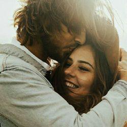 پیشانی یک زن ارزشی بالاتر از لبانش دارد از آن رو که  جمله ی دوستت دارم پیش از نزول از لبانش  حک شده در پیشانی اش!