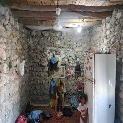 این خونه فعلی بچها و اون دختر سارا ۵ساله در بندر عباس....  قرآن مطلا رو یادتون نره (پست قبلی)...