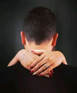 زنان و مردان میتوانند با یکدیگر بخوابند...اما تعداد معدودی از آنها میتوانند با یکدیگر بیدار بمانند.#برتراند_راسل