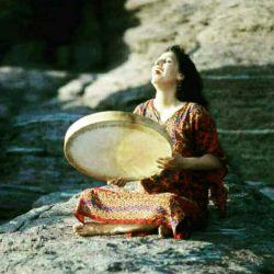 @sh.e.047  ..... ای گل آواره شبگرد من یاس باران خورده، یاس زرد من❤  ما شب و ایوان و تاکی داشتیم❤ عشق شبنم وار و پاکی داشتیم  عشق ما مثل تلاقی ساده بود❤ مثل یک گل در کنار جاده بود   آی غربت خانه ات ویران شود نام تو نفرین شبگیران شود❤  آی غربت تب بگیری مثل من از عطش هرشب بمیری مثل من❤  آی غربت واژه تو مبهم است هرچه از زخم تو می گویم کم است❤  خورده ای تو قلب فریاد مرا برده ای با خویش همزاد مرا ❤