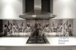 در مجموعه خانه طراحان سام چاپ روی شیشه با دستگاه چاپ فلت بد یو وی با استفاده از مرغوب ترین جوهرهای اروپایی انجام می شود.