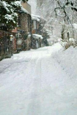 رفتی و آسمان به حرف آمد  ..تو نبودی چقدر برف آمد...#چقدده بررررف♥♥