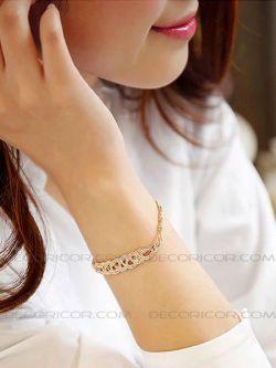 دستبند کارتیر نگین دار قیمت 70000 تومان www.Decoricor.com  Telegram.me/Decoricor_com  براى سفارش میتوانید به 09194489197 تلگرام مسیج بدهید یا تماس بگیرید و یا از سایت ما خرید آنلاین كنید.