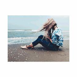 موهایم را باد درهم ریخته  دلم را تو ...  #عرفان_یزدانی  •••❥