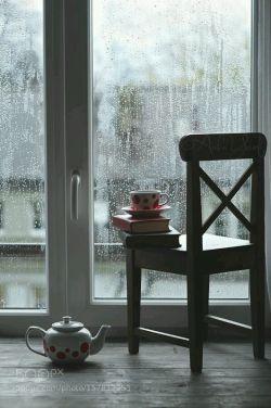 گاهی برای خوب شدن حالت ، نباید سمت آدمها بری...گزینه های امن تر و مطمئن تری هم هست.کتاب ، هوا ، قهوه ، بارون...بارون...بارون...