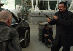 فیلم سینمایی در برابر اسلحه  www.filimo.com/m/fjqtv