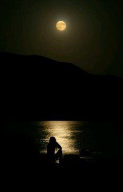 تاریکم ای یلدا مهتاب میخواهم ، لب تشنه ام ای اشک سیلاب میخواهم ، در حسرت موجم باران کفافم نیست ، درمان درد من باران نم نم نیست ، پس تشنه می مانم غرق پریشانی تا آسمان ها را بر من بگریانی ...