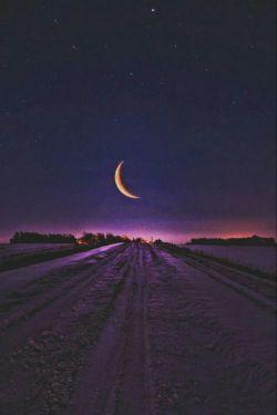 چقدر  دلگیرم امشب؛ میدانم خدایم همین نزدیکی هاست؛ اما گویا من خیلی دور ایستاده ام؛ کاش یک قدم نزدیک می شدم؛ فقط یـک قـدم ... هوالرحمن الرحیم