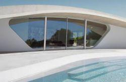خانه فردی-casa tierra طراحی شده توسط ummo studio پروژه هایی که معرفی خواهند شد برای کاربران خود حس انزوای بی نظیری از دنیای خارج از خانه را فراهم می کند. با وجود اینکه طرح های معرفی شده در مقیاس، مصالح و مکان ساخت متفاوت هستند، تمامی این طرح های انتخاب شده راه حل های نوین برای فضاهای کوچک ارائه می کند. این فضاها هم به محیط و هم بافت پیرامونی خود پاسخگو بوده و با آن درگیر است.