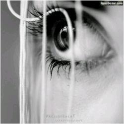من با چشمان تو اندوه آزادیِ هزار پرنده ی بی راه را گریسته بودم و تو نمی دانستی...