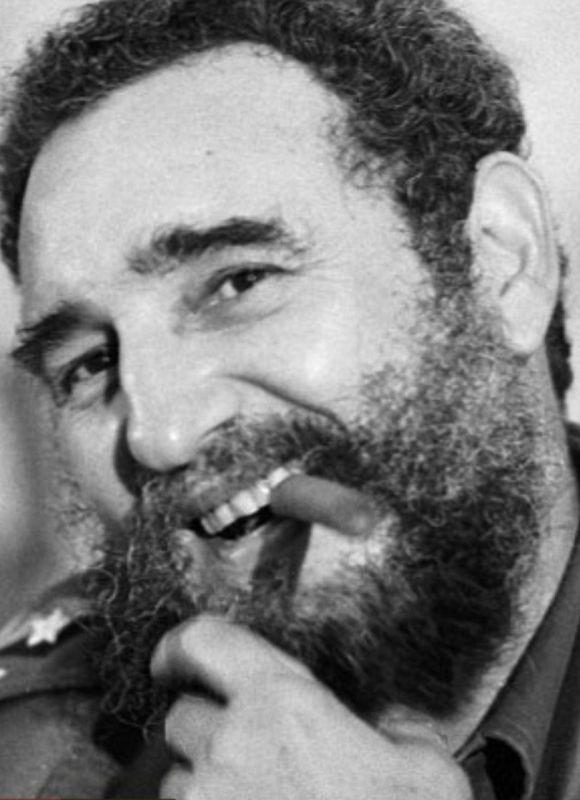 در سال 1961 فیدل کاسترو مدارس کوبا را برای  یک سال تعطیل کرد تا دانش آموزان بتوانند به بقیه مردم که سواد نداشتند،خواندن و نوشتن بیاموزند. در طول 8 ماه بیسوادی از 40% به 3% کاهش یافت! https://www.bazarazerbaijaan.com/